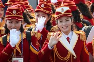 """[포토] """"반갑습네다"""" 북한 응원단의 환한 미소와 손인사"""