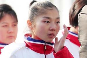 북한 선수단, 눈물 펑펑…비보이 공연엔 차분한 박수