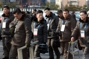 """[올림픽] 입촌식 취재한 북한 기자들 """"질서가 너무 없어"""""""