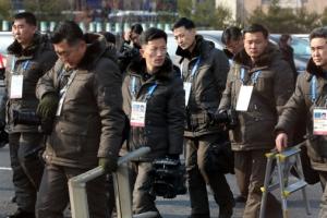 입촌식에 '은방울'로 무장한 북한 기자들