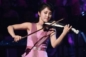 [서울포토] 북한 예술단 공연, 바이올리니스트의 감미로운 연주