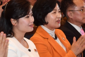 [서울포토] 현송월-추미애, 나란히 앉아 북한 예술단 공연 관람