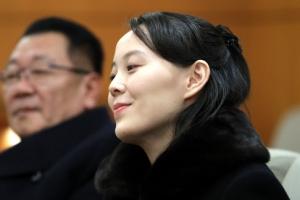 시종 미소 띤 김여정…국가수반 김영남과 서로 '먼저 앉으시라'