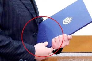 김여정,청와대에 소중히 들고온 파란색 파일에 담긴 그것