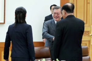 문 대통령, 北 김영남과 남북 단일팀 경기 관람