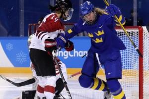 스웨덴, 일본 상대로 첫 승