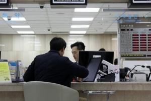 이자장사로 '역대급' 실적 은행들, 성과급 잔치로 '펑펑'