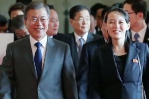 문 대통령 '김정은 특사' 김여정과 같이 북한 예술단 공연 관람