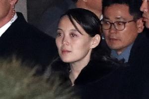 """김여정, 귀환하기 전 문 대통령 내외에게 """"꼭 평양 오세요"""" 부탁"""