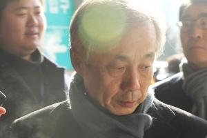 'DJ 뒷조사' 이현동 前국세청장 구속심사 출석…묵묵부답