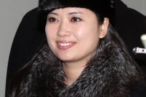 미소 띤 현송월, 예술단 137명과 북한으로 돌아가