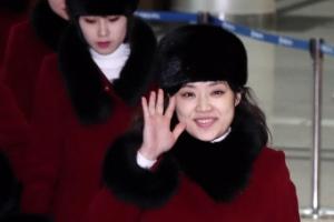 [포토] 경의선 육로로 귀환… 작별 인사하는 북한 예술단