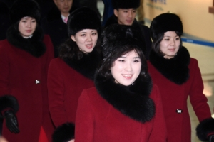 [서울포토] 미소로 작별인사하는 북한 예술단