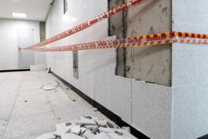 [포토] '벽체 떨어지고 갈라지고'… 포항 지진으로 파손된 학교