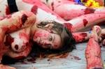 반라에 피를 흘리며… 투…