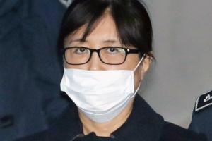 '국정농단 주범' 최순실 1심 징역 20년…'뇌물' 신동빈 법정구속