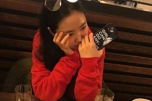 에이핑크 손나은, SNS 사진 올렸다 봉변...'페미니스트·담배' 논란...왜?