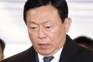 '경영비리' 실형면한 롯데 신동빈, '국정농단 70억 뇌물'에 실형