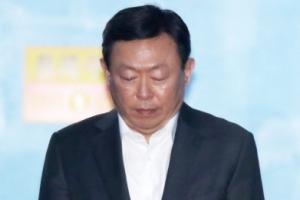신동빈 구속… 롯데 경영권 분쟁 먹구름 몰려오나