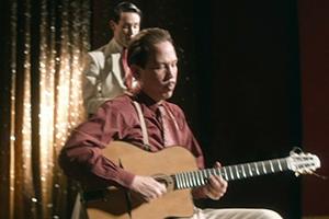 단 8개의 손가락으로 자유를 연주한 기타리스트…'장고 인 멜로디' 3월 개봉