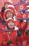 밝은 표정의 북한 응원단