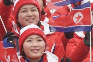 [서울포토] 밝은 표정의 북한 응원단
