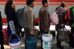 중국인 설 귀성 필수품 대형 플라스틱통의 용도는?