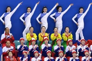 [서울포토] '화이팅!' 북한 응원단의 열띤 응원