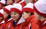 웃으며 대화나누는 북한 …