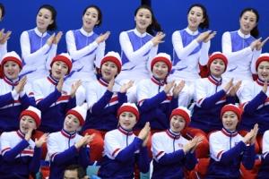 [서울포토] '단일팀 이겨라!' 응원 펼치는 북한 응원단