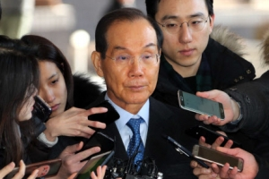 삼성 이학수 검찰 출석…'MB 의혹' 다스에 뇌물 혐의 조사