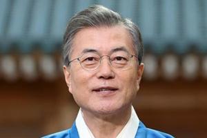 """문 대통령 """"평창올림픽으로 더 특별한 설, 웃음과 행복 가득하길"""""""