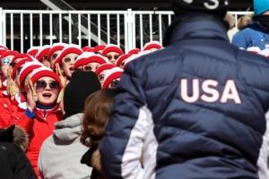 [올림픽] 13년 전과 달라진 北응원단…자연스럽고 주변과 교감