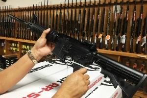 """미국 총기참사 단골 등장 '소총 AR-15'…""""모방심리로 이용"""""""