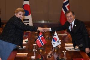 [서울포토] 문재인 대통령, 솔베르그 노르웨이 총리와 정상회담