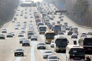 전국 고속도로 정체 '극심'…서울 방향 내일 오전 2∼3시 해소