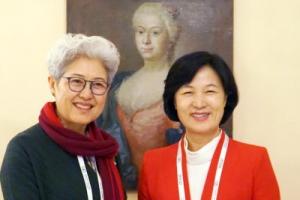 추미애는 中과 북핵해법 논의, 홍준표는 대북정책 폐기 주장