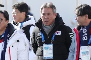 이기흥 체육회 회장, '막말 논란' 자원봉사자에게 찾아가 사과