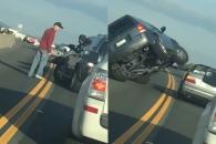 고속도로에서 침맞고 '폭풍 성질' 낸 운전자의 흉측…