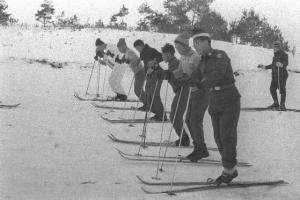 [그때의 사회면] 진흙탕 스키대회와 기설제