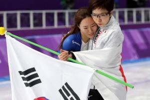 '빙속여제'의 우정…고다이라가 경기 후 이상화에 전한 귓속말