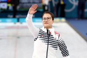 여자컬링, 강호 스웨덴도 꺾었다…공동 1위