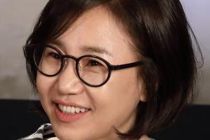 김은숙 작가, 서울예술대 '삶의 빛' 상 수상