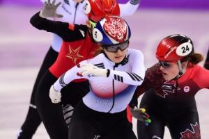 [서울포토] 결승선 통과…쇼트트랙 여자 3000m 계주 '금메달의 순간'