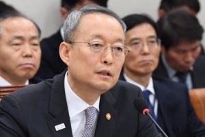 백운규 산업장관, 국회 산업위 'GM 허위답변' 논란