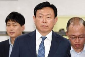신동빈 롯데회장, 日롯데홀딩스 대표 사임…부회장직 유지