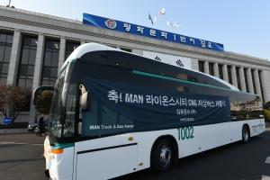 김포에 전국 최초 62인승 '3도어 저상버스' 다닌다