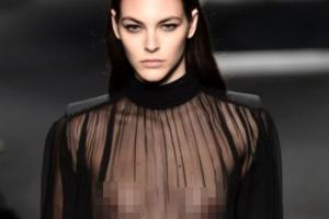 [포토] 몸매 드러난 블랙 시스루 의상 '시크한 워킹'
