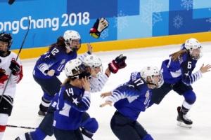 [서울포토] '금메달' 환호하는 미국 여자 아이스하키 선수들