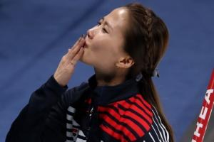 [서울포토] 스톤 투구하는 김은정
